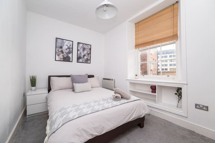 2 Bedroom City Centre Serviced Apartment, Sleeps 6