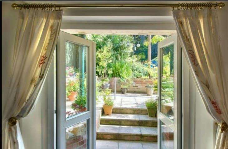2 Bedroom Private Garden Apartment - Newport  - Apartment