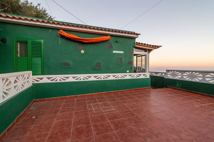 Beautiful Villa Tatita with Sea & Mountain View; Parking Available