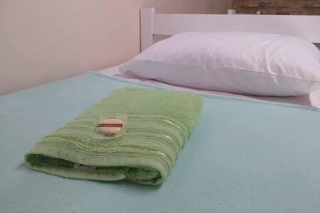 Quarto misto cama 2 - Casa Lugus- Barão Geraldo