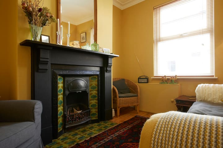 Cosy Victorian terraced cottage in York.  Sleeps 3