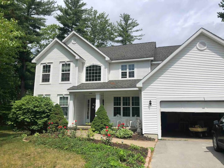 Beautiful private home 2 miles from Saratoga