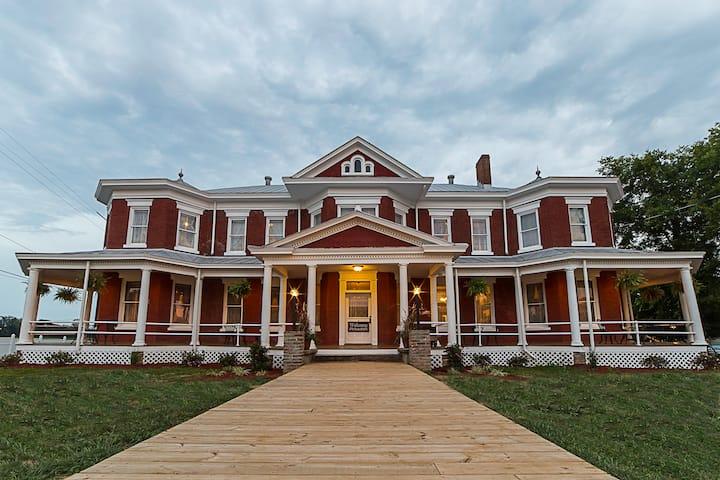 Room 4 - Grand Victorian Inn