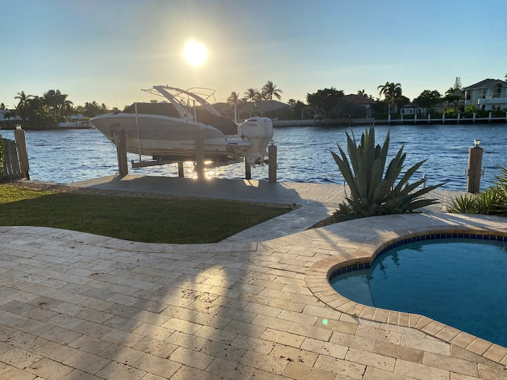 Luxury 4BR intracoastal home w/pool,7 min to beach