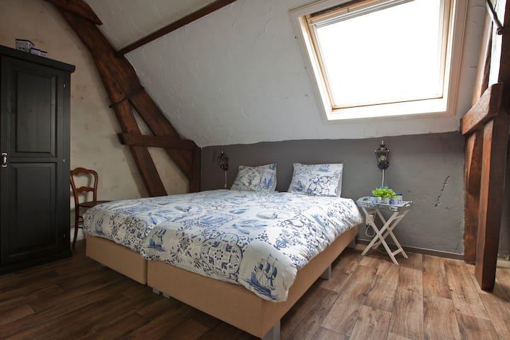 Knusse privékamer in een gezellige Boerderij B&B. - Volkel - Гестхаус