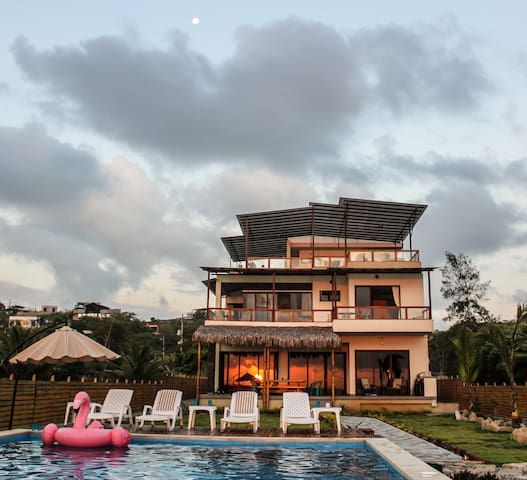 One bedroom in Casa Vida beachfront Villa