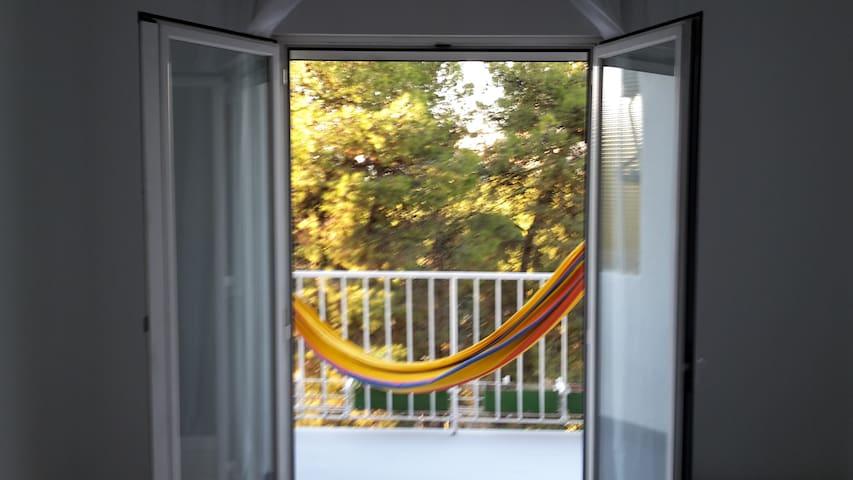 Salon con cama doble en alquiler. - Μαδρίτη