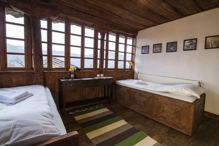 Authentic house in the remote Nature -Karashka B&B - Selishte - Hus