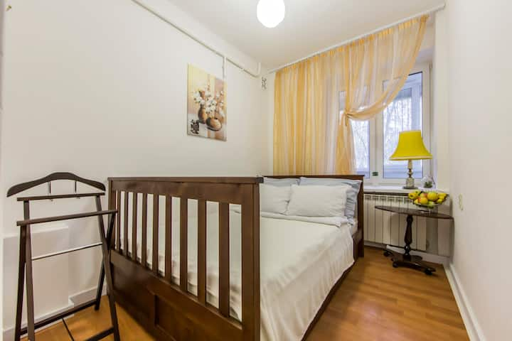 2-rooms apartment for 6 people near metro station