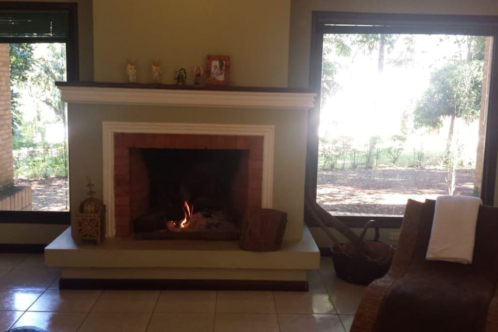 Lareira na sala de estar