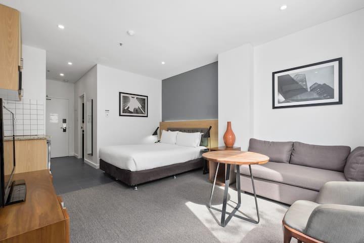 Executive Studio Apartment sleeps FOUR