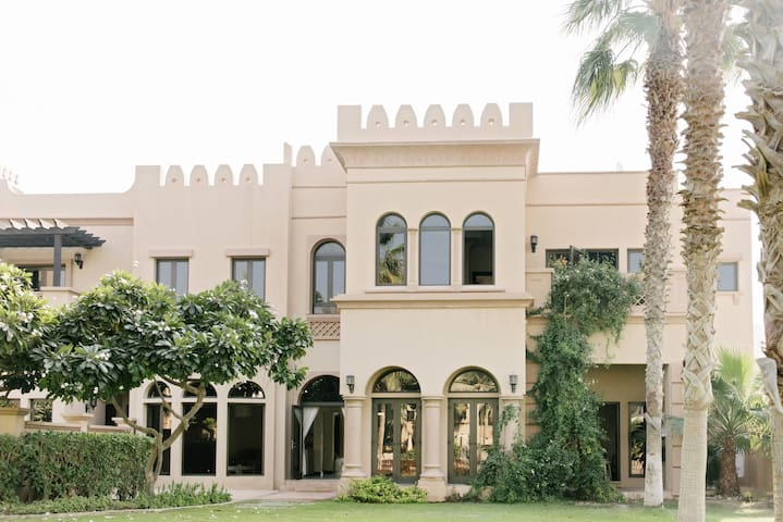 3 Bedroom Villa in Canal Cove - Dubai - Villa