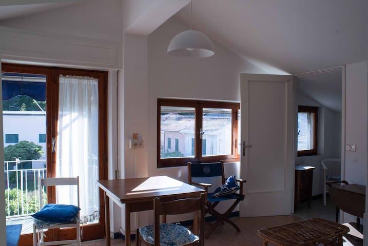 appartamento mansardato vista parco - Bocca di Magra - Leilighet