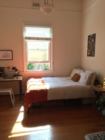 **SUBLET AVAILABLE IN STANMORE FOR NEW YEARS EVE**