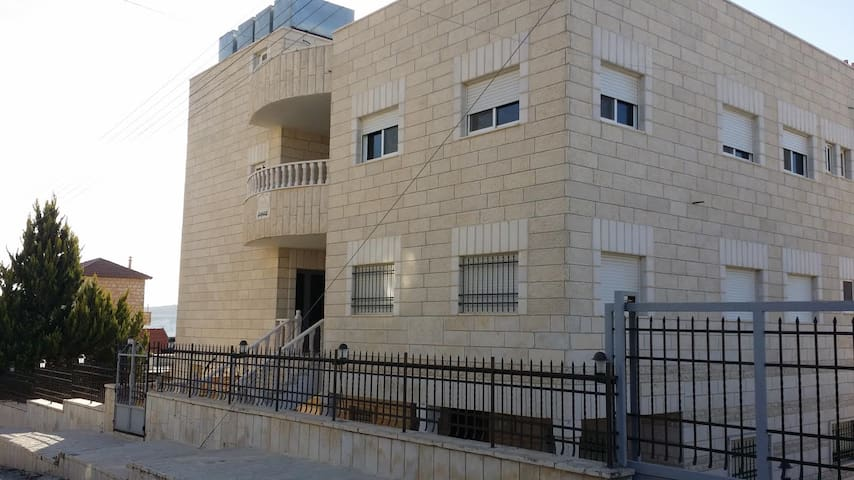 Lovely flat in Beit Jala by the Nativity Church - Bayt Jala - House