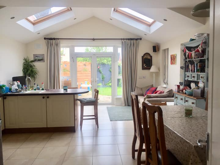 Beautiful 3 Bed Family Home - Beside Airport