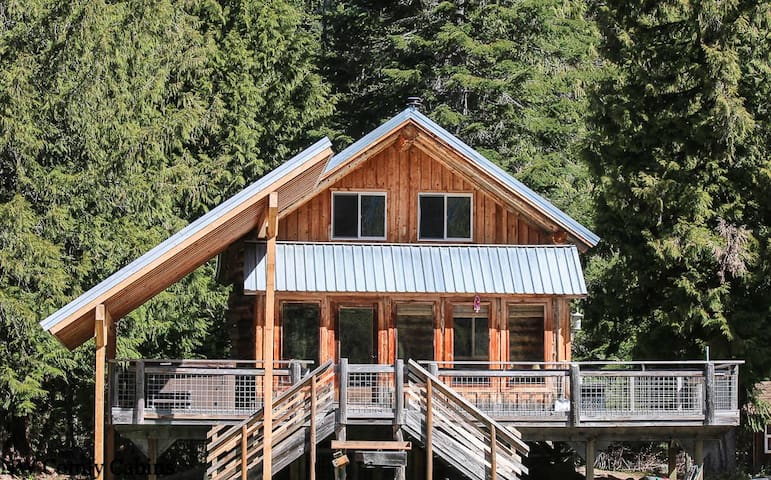 Private acreage,river, hot tub, WiFi, Fido OK and log cabin living- Far and Away Cabin-2 Bedroom, 1 Bathroom