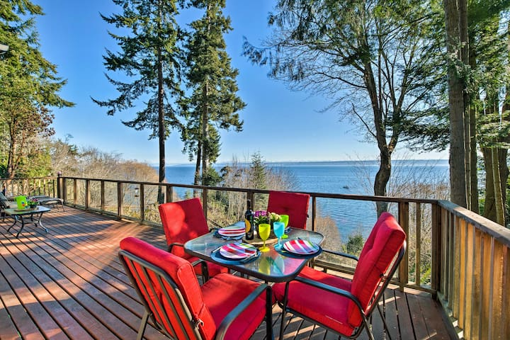 Waterfront Kingston House w/ Deck + Private Beach!