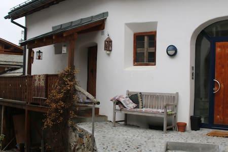 650-jähriges Engadinerhaus - Silvaplana