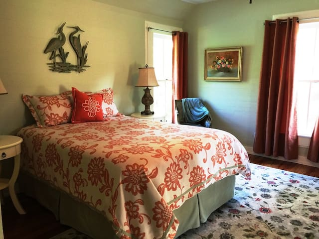 Dolan House B&B - Snow Room new summer prices