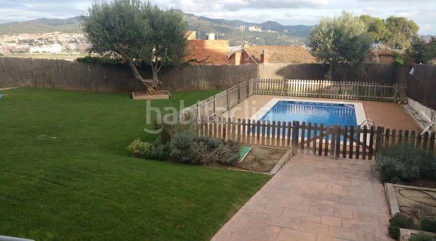 Habitación individual. vistas montaña y piscina. - Sant Vicenç dels Horts - Kondominium