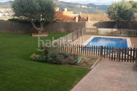 Habitación individual. vistas montaña y piscina. - Sant Vicenç dels Horts