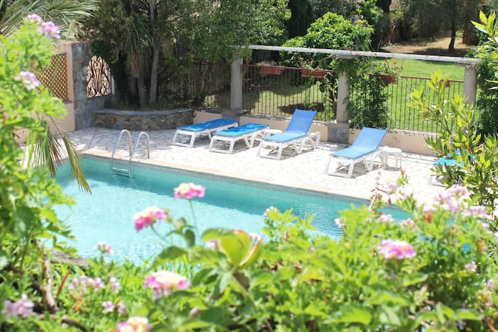 Le Clos des Oliviers villa 2 piscine tennis