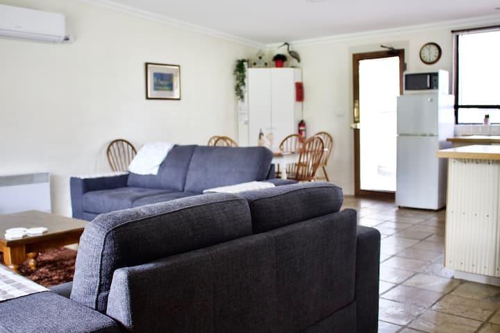 The Apartment, Moyston