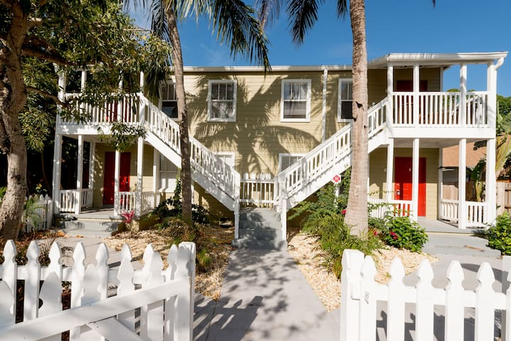 Key West Style place for ONE month MINIMUM