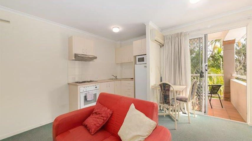 Cosy living close to shops and UQ - Saint Lucia - 公寓