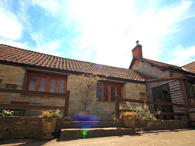 Big Barn at Rood Cottage (ETW)