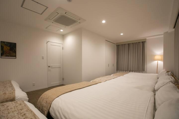 ダブルベッドx5の寝室♯2