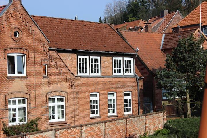 Ruhiges Altstadthaus mit Innenhof - Lauenburg Elbe - Rumah