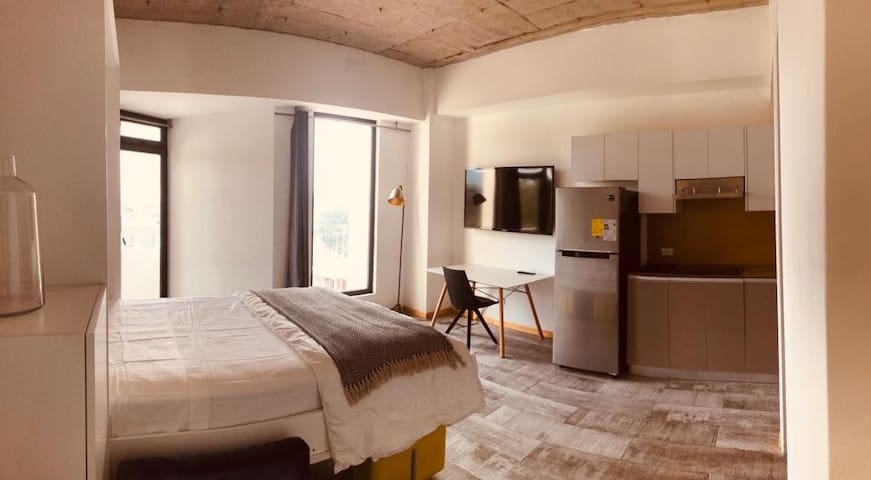 Cozy Modern One Bedroom GT022