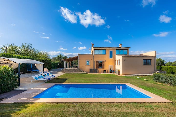 Majorcan Country House LLum with Pool, Wi-Fi, Garden & Terrace; Parking Available