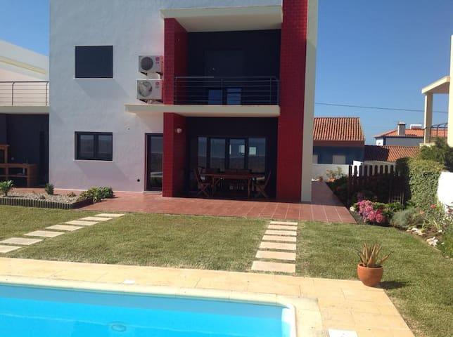 A Home in Assenta - São Pedro da Cadeira - วิลล่า