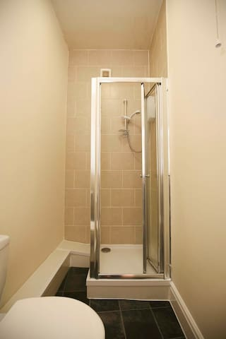 Bedroom suite (private bathroom) - Newcastle upon Tyne - Gastsuite