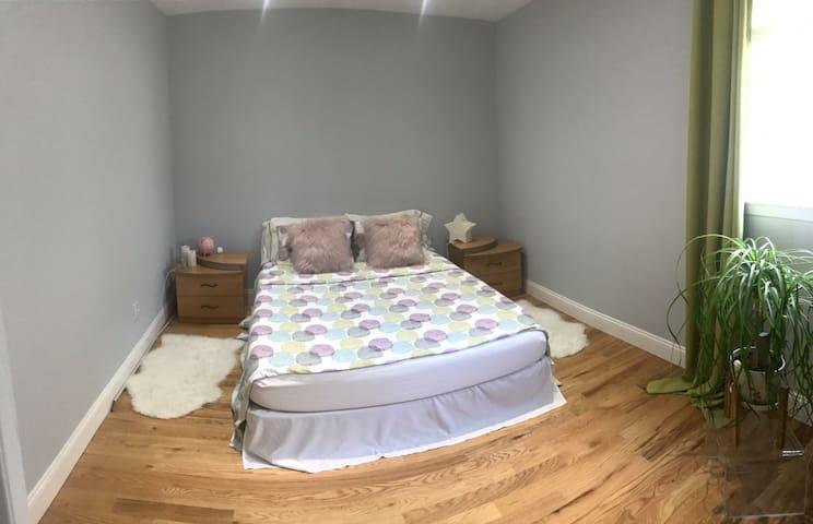 Quiet bright room with private bathroom