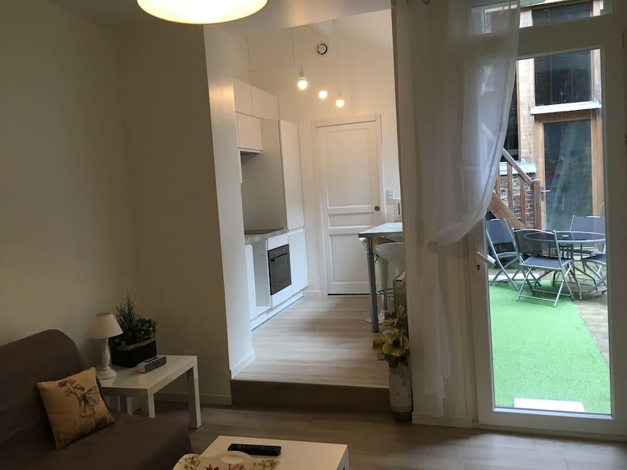 Studio en plein centre historique de Honfleur à 2 minutes à pied du Vieux Bassin, avec une terrasse dans une cour privée, vous serez heureux dans ce studio totalement rénové et parfaitement équipé !