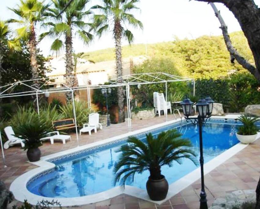 Casa rural con piscina y barbacoa villen zur miete in for Casa rural catalunya piscina