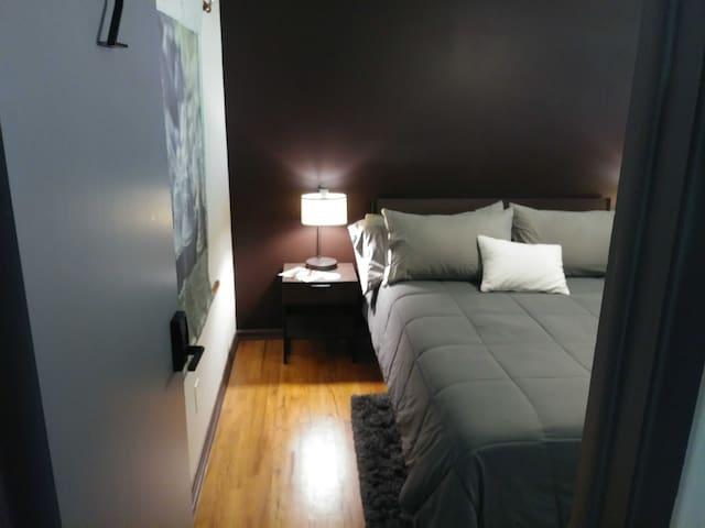 Bedroom Rental (Entry)