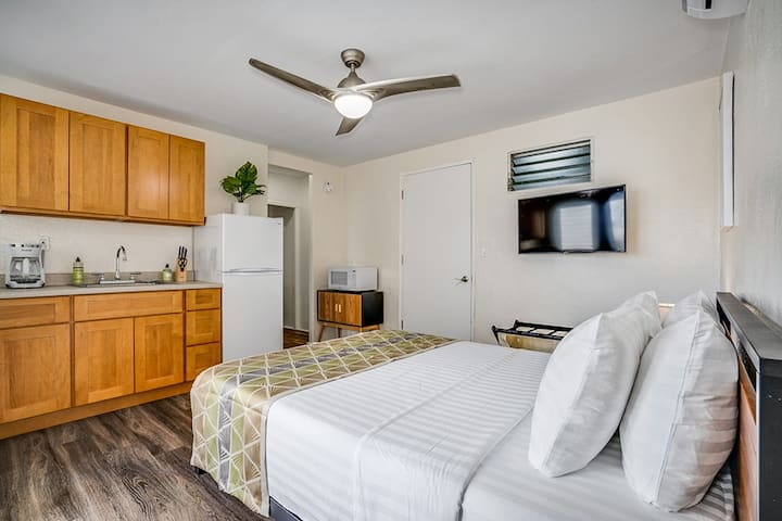 Brand New Queen Studio by the Beach Waikiki