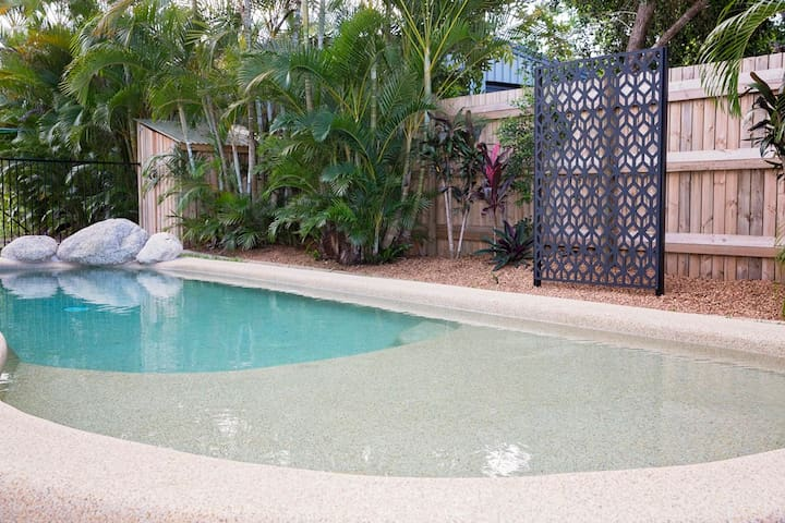 Beach House with your own Pool!!! - Wongaling Beach - Ev
