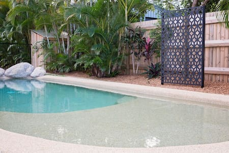 Beach House with your own Pool!!! - Wongaling Beach - Casa