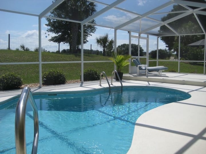 Private pool, very nice villa at golf course