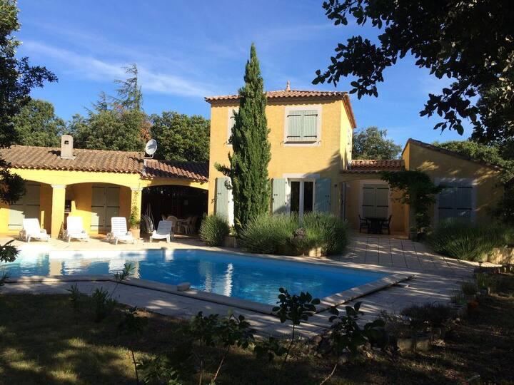 Villa 8 pers. proche d'Uzès avec piscine chauffée