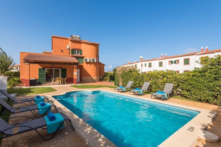 Villa para 6 personas, piscina, WIFI, vista al mar