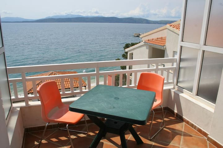 Studio flat near beach Igrane, Makarska (AS-2680-a)