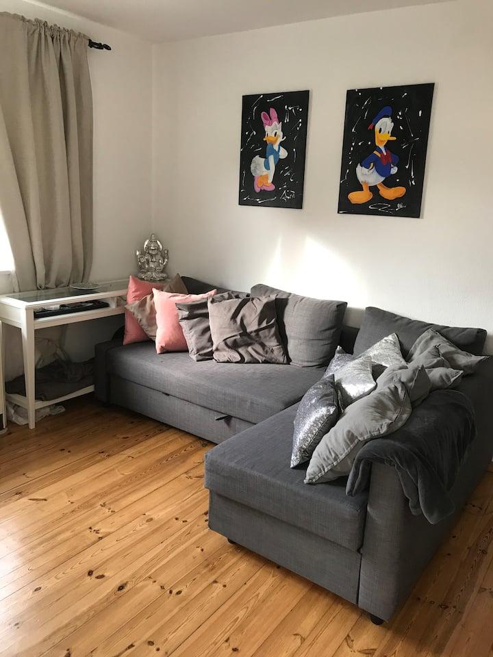 Biete Schlaf/ Wohnzimmer