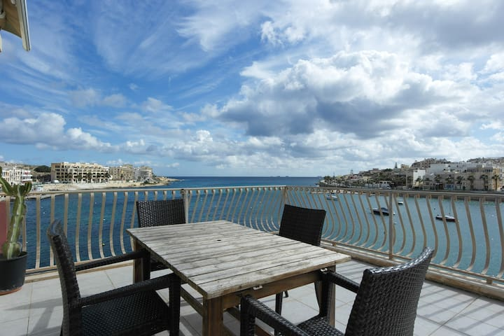 Seafront/ huge terrace right on sea - Marsaskala